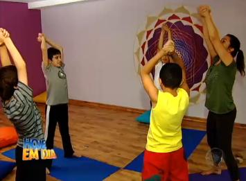Crianças praticando Yoga no espaço Kaizen - Record Programa Hje em dia
