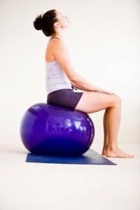 espaço kaizen-exercicio na bola suíça