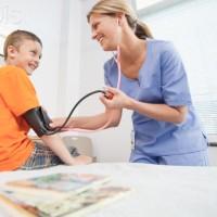 Hipertensão infantil: causas e tratamento