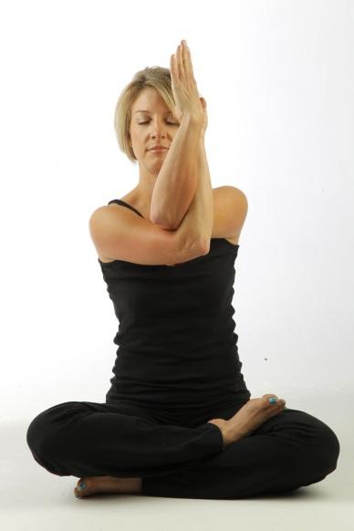 Yoga: 10 posturas que aliviam dor de cabeça