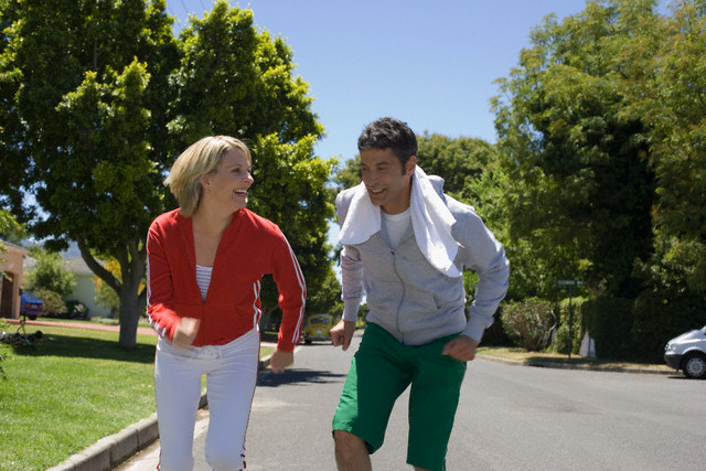 casal-fazendo-caminha