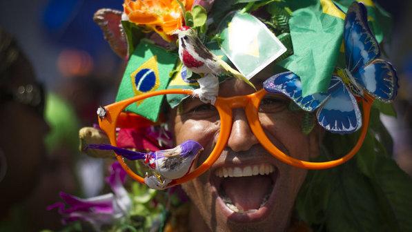 Foliona se diverte no Carnaval de rua do Rio de Janeiro, em 2013. Foto: Marcos Michael/ Veja