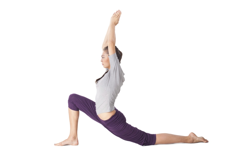 postura de yoga anjaneyasana - yoga para corredores