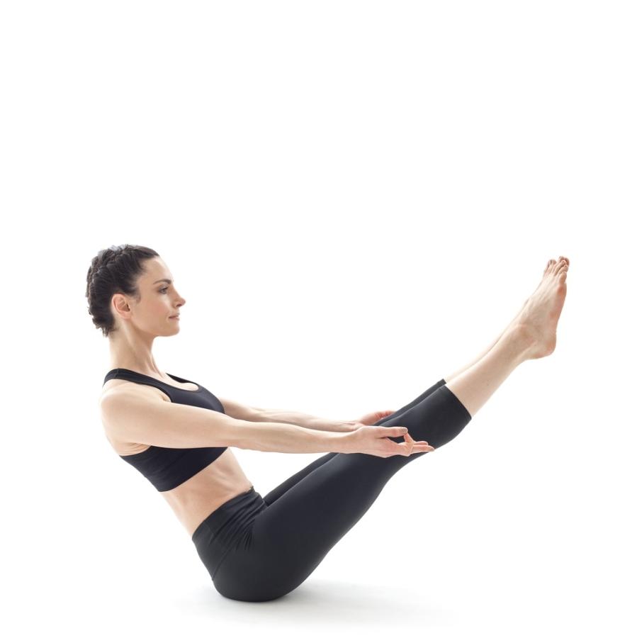 navasana ou postura do barco yoga para corredores