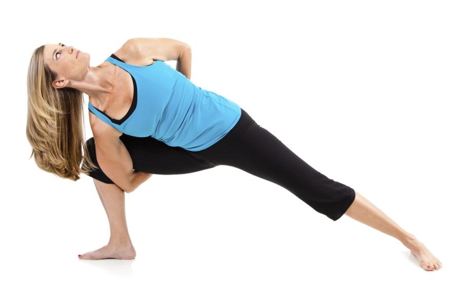 Anjaneyasana com torção - yoga para corredores