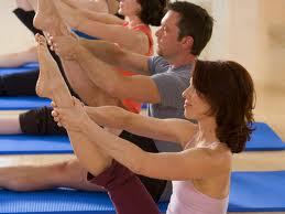 Mat Pilates tonifica e alonga musculos