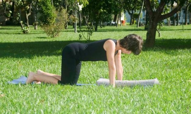 Posturas de Yoga aliviam dores da menstruação