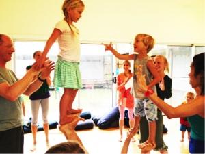 Criancas praticando Yoga- Por que Yoga para crianças