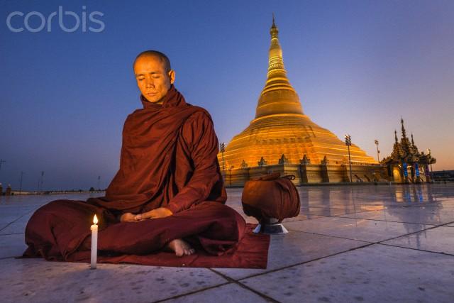 como meditar - monde meditando em templo